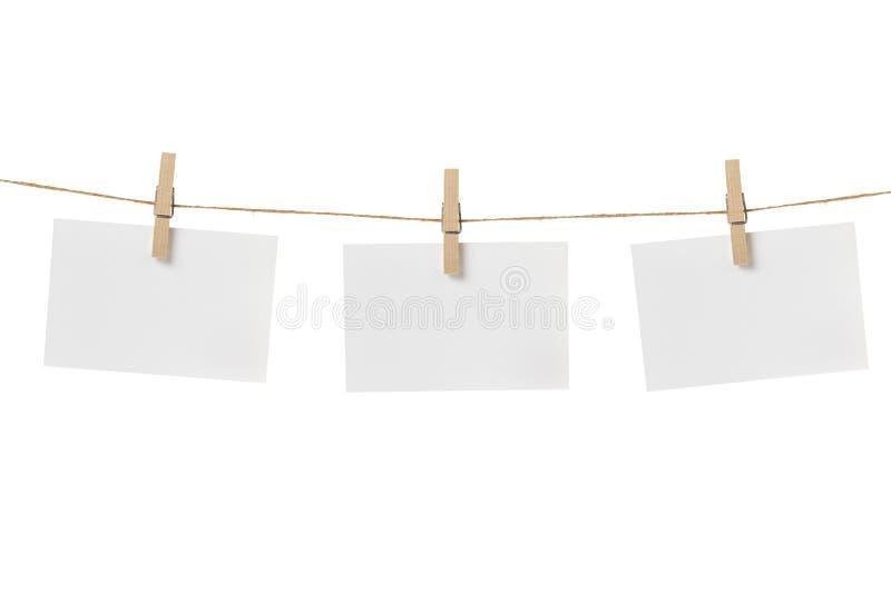 Carte di carta che appendono sulla corda fotografie stock libere da diritti