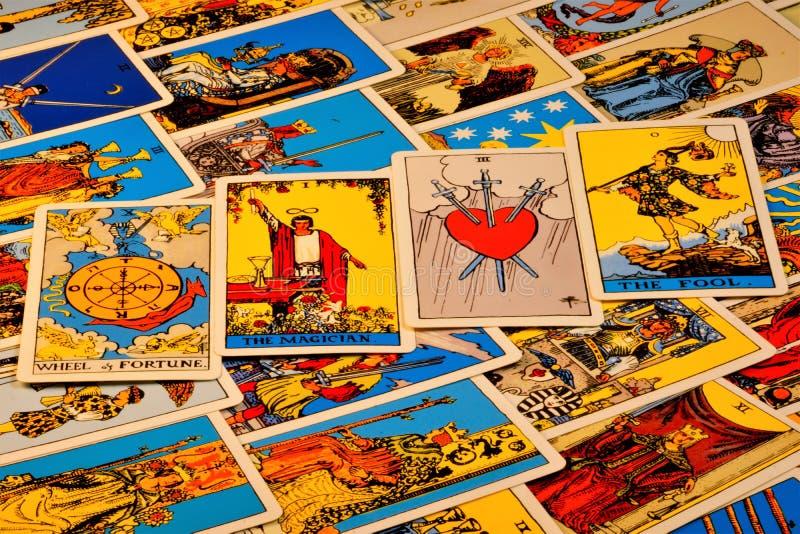 Carte di tarocchi, i precedenti misteriosi dei simboli antichi Carte di tarocchi, per divinazione, previsione di previsione del p immagini stock