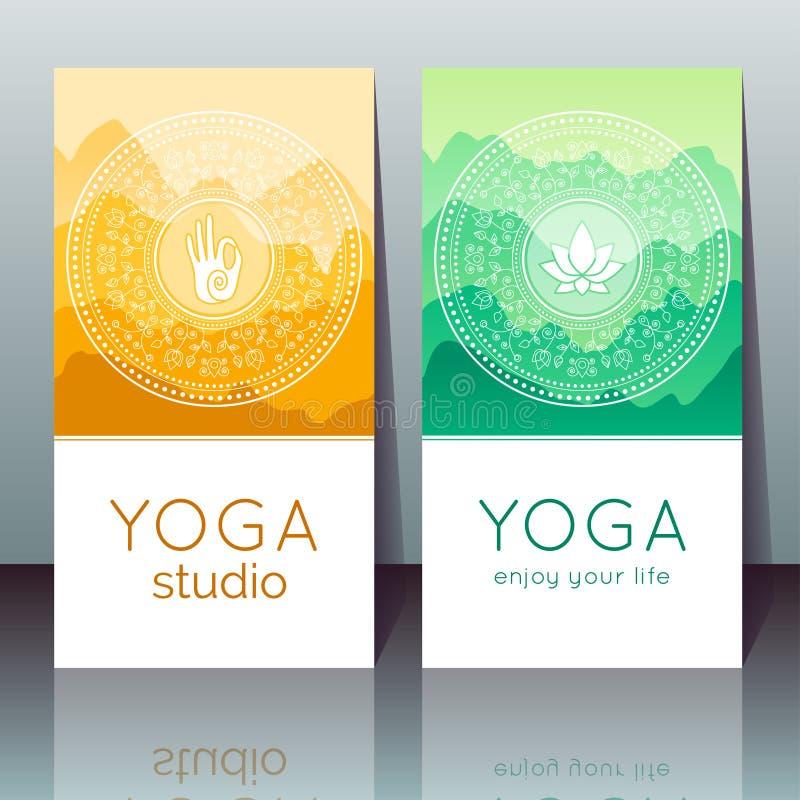 Carte di yoga con il mudra, loto, paesaggio della montagna royalty illustrazione gratis