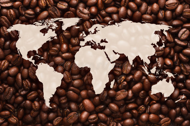 Carte du monde avec le fond de grains de café photo stock