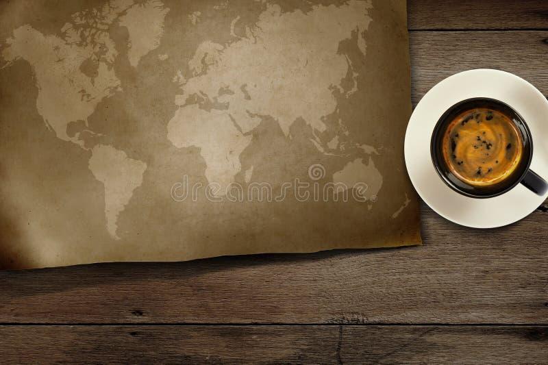 Carte du monde sur en bois photos stock