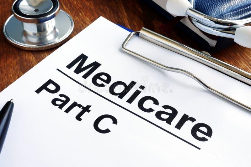 Carte e stetoscopio di parte C di Assistenza sanitaria statale fotografia stock