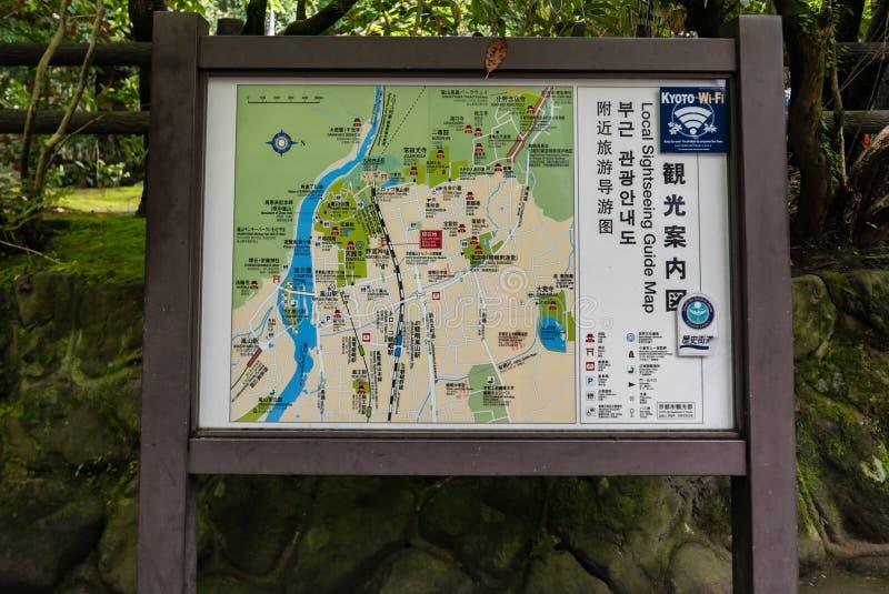 Carte guidée locale de guide à la forêt en bambou d'Arashiyama photo libre de droits