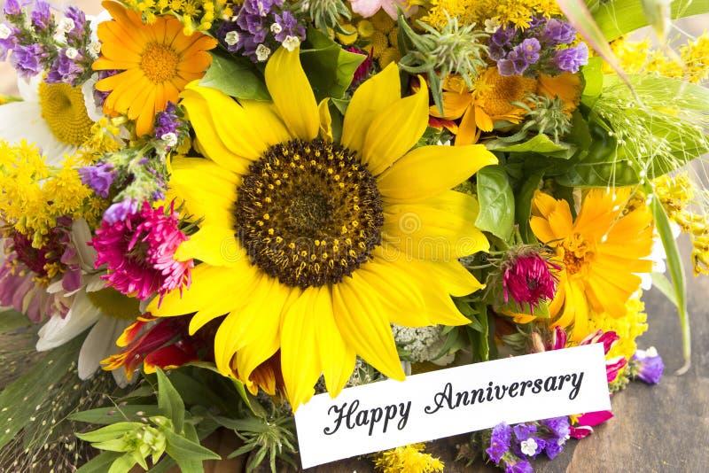 Extrêmement Carte Heureuse D'anniversaire Avec Le Bouquet Des Fleurs D'été  AG99