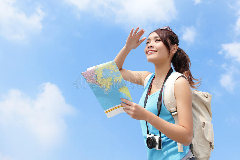 Carte heureuse de regard de femme de voyage photographie stock libre de droits
