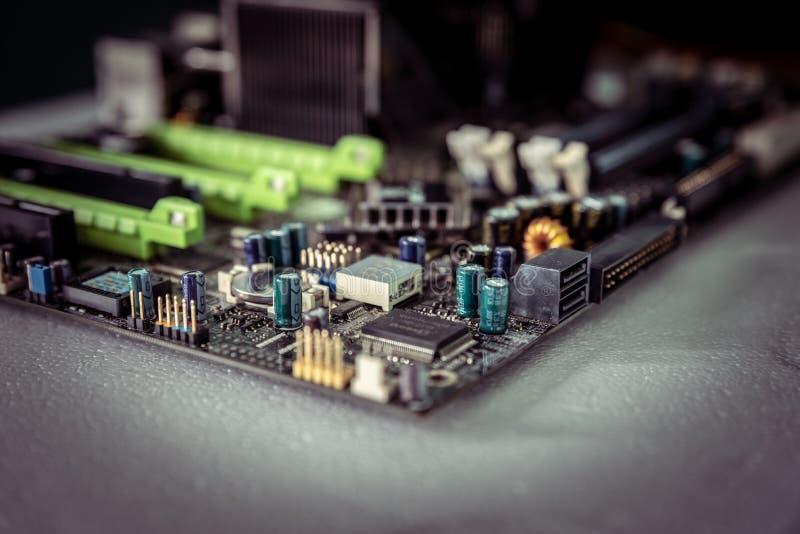Carte mère noire de circuit électronique et puces saines image libre de droits
