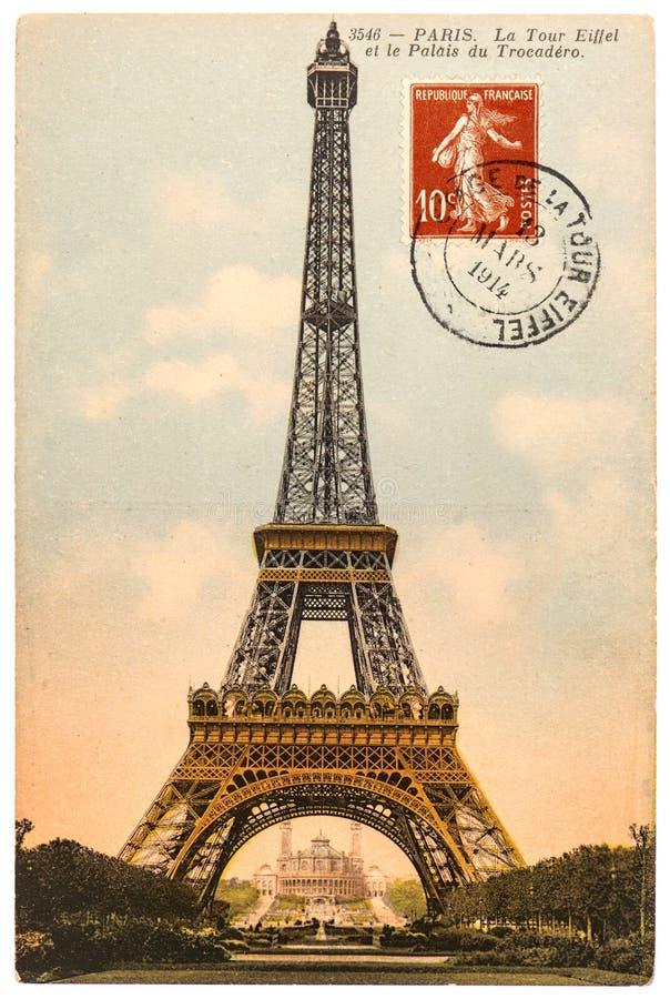 Carte postale de vintage avec Tour Eiffel à Paris images libres de droits