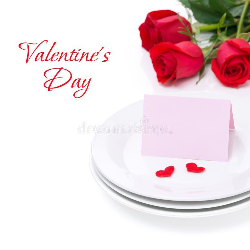 Carte pour la félicitation d'un plat et des roses pour la Saint-Valentin photographie stock libre de droits
