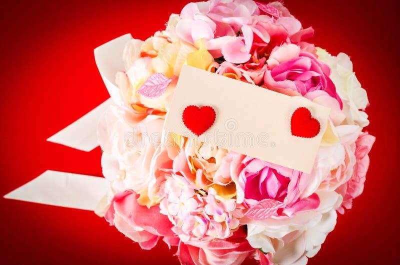 Carte vierge avec la rose de rose de bouquet photos libres de droits