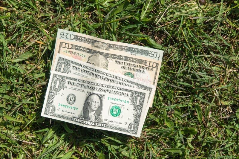 Carteira perdida com dinheiro fotos de stock royalty free