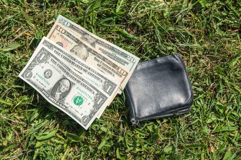 Carteira perdida com dinheiro fotografia de stock