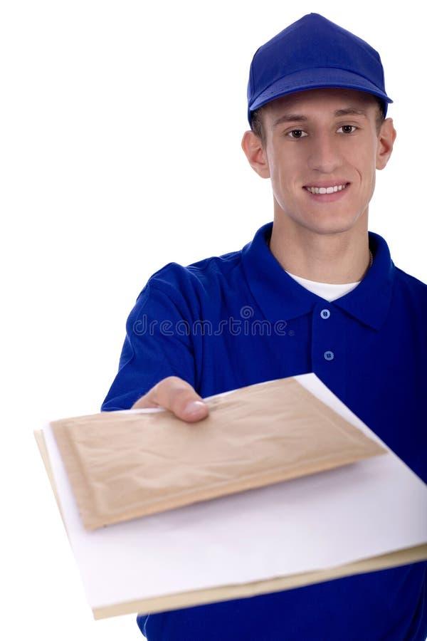 Carteiro que entrega o correio imagens de stock