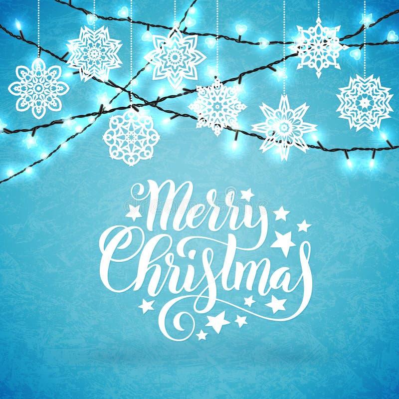 Cartel de la Feliz Navidad con las letras a mano, los copos de nieve de papel y las luces sglittering Vector libre illustration