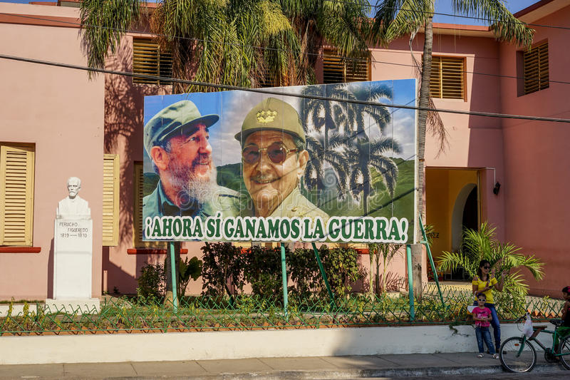 Cartel de Raúl y de Fidel Castro fotos de archivo libres de regalías