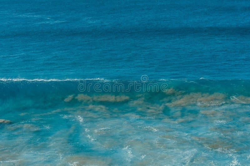 Cartel del océano Onda y arena fotos de archivo