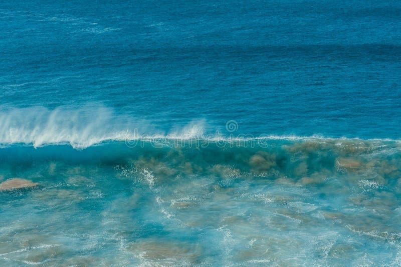 Cartel del océano Onda y arena imágenes de archivo libres de regalías