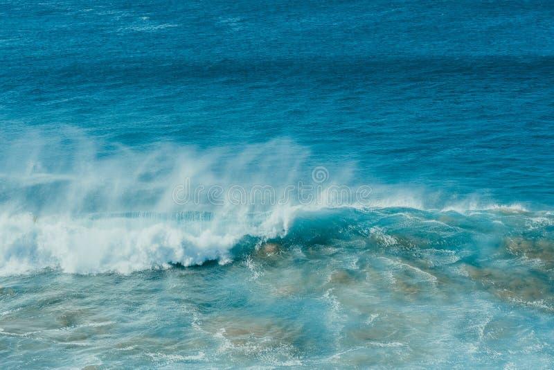 Cartel del océano Onda y arena imagenes de archivo