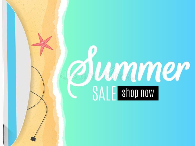 Cartel estacional para la venta del verano Hola verano Tabla hawaiana en la costa Playa de la arena Estilo plano de la historieta libre illustration