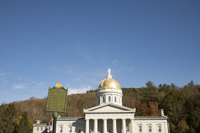 Cartel fuera de la casa del estado de Vermont foto de archivo