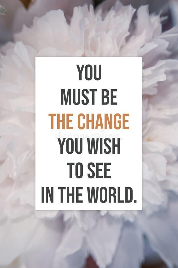 Cartel inspirado usted debe ser el cambio que usted desea ver en el mundo fotos de archivo libres de regalías
