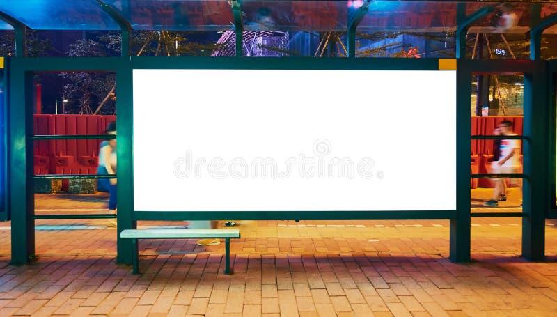 Cartelera del espacio en blanco de la parada de autobús foto de archivo