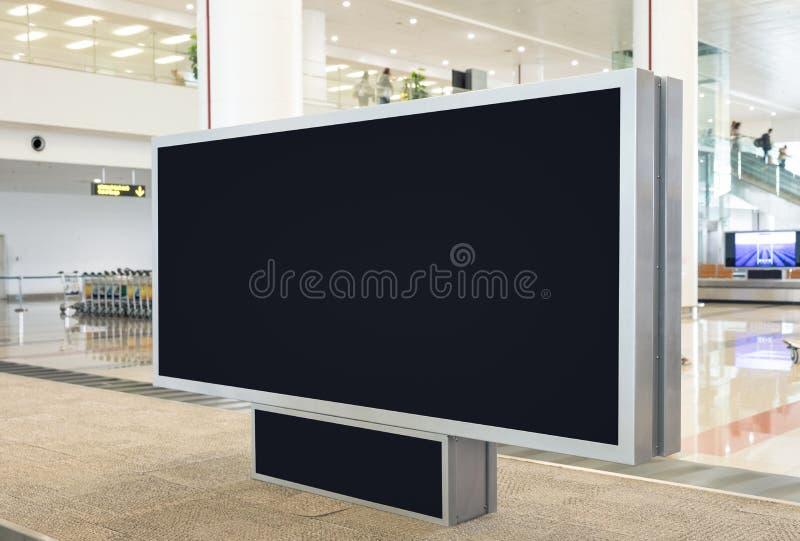Cartelera en blanco de Digitaces con el espacio para hacer publicidad, público de la copia imagenes de archivo