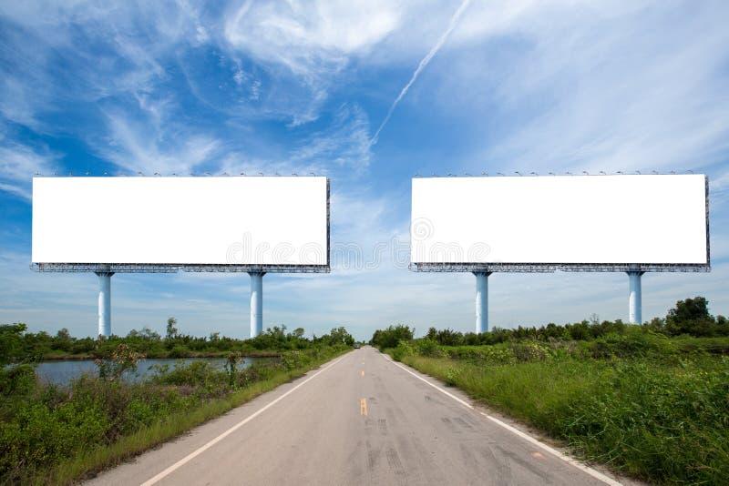 cartelera en blanco en el sideway en el parque imagen para el espacio, el anuncio, el texto y el objeto de la copia foto de archivo libre de regalías