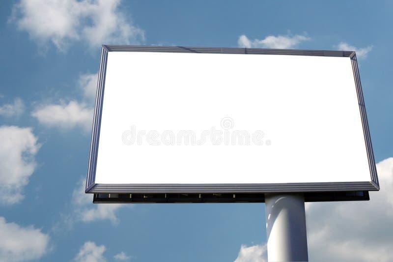 Cartelera en blanco en el fondo del cielo fotos de archivo libres de regalías