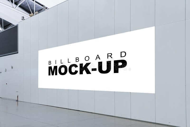 Cartelera en blanco la mofa de la publicidad para arriba dentro del metro o del airp foto de archivo