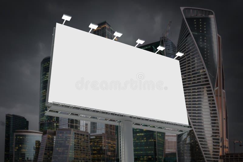 Cartelera horizontal en blanco en fondo de la ciudad ilustración del vector