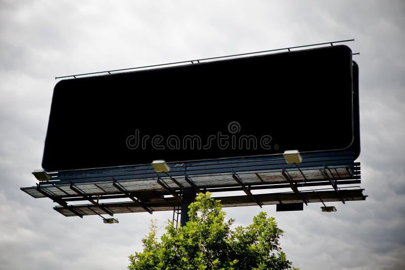 Cartelera publicitaria en blanco negra imagen de archivo