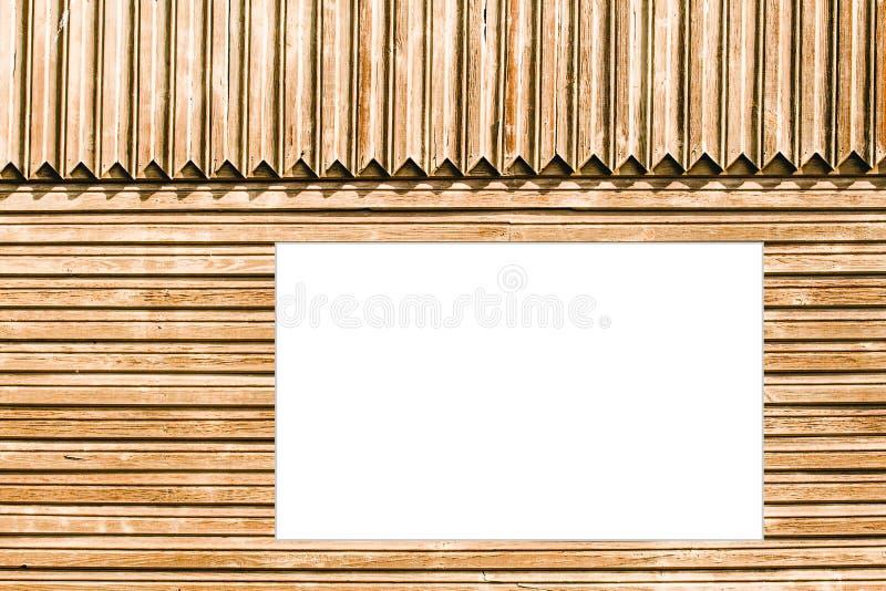 Cartelera que da en la pared de madera vieja imagen de archivo libre de regalías