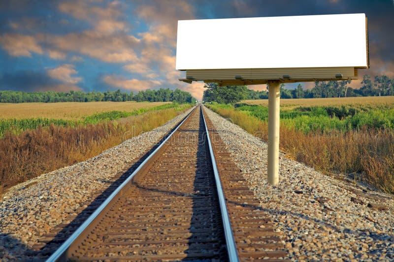 Cartelera y ferrocarril blancos fotografía de archivo