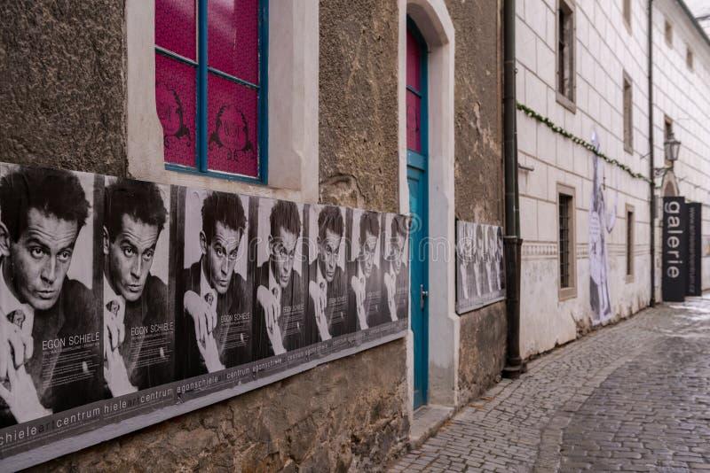 Carteles para el museo de Egon Schiele en Krumlov, República Checa fotos de archivo libres de regalías