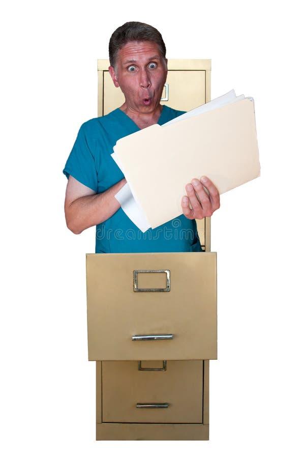 Cartelle sanitarie HIPAA del dottore Spying Personal dell'infermiera immagine stock libera da diritti