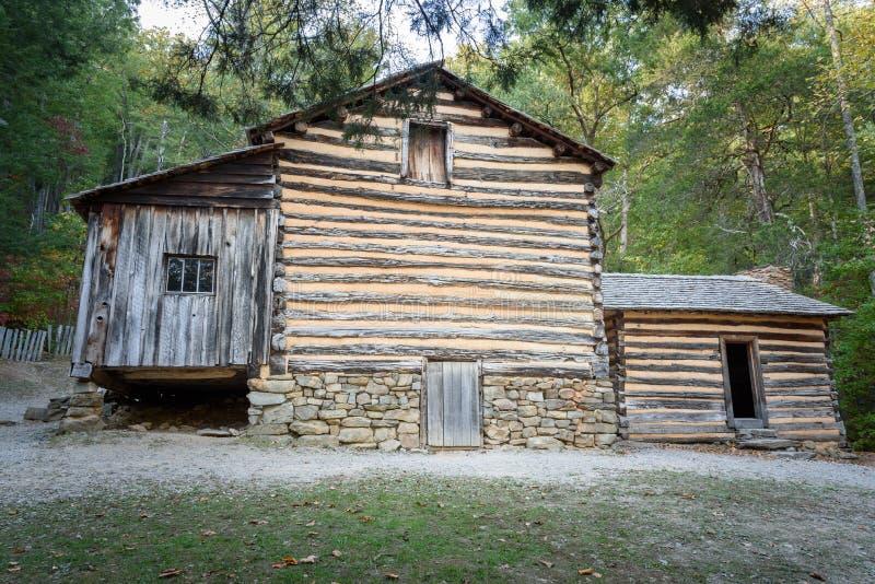 Carter Shields Cabin no parque nacional Tennessee de Great Smoky Mountains da angra de Cades imagem de stock royalty free