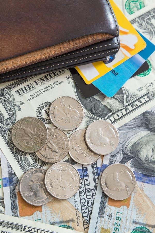 Cartera de las tarjetas de crédito de cuentas de dólar de EE. UU. imagen de archivo libre de regalías