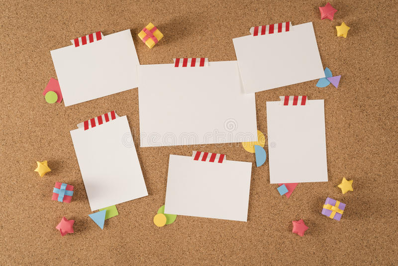 Cartera de papel de la plantilla del aviso del corcho del for Papel para oficina
