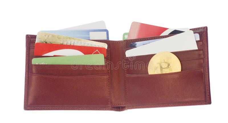 Cartera por completo de tarjetas de crédito imagenes de archivo