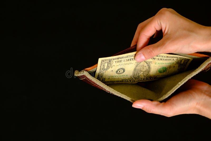 Cartera vacía con un dólar en fondo negro imagen de archivo libre de regalías