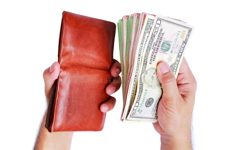 Cartera y dinero del dólar que muestra en la mano del ` s de los hombres aislada encendido imagenes de archivo