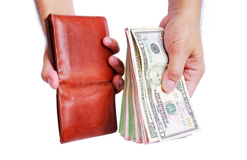 Cartera y dinero del dólar que muestra en la mano del ` s de los hombres aislada encendido imagen de archivo libre de regalías