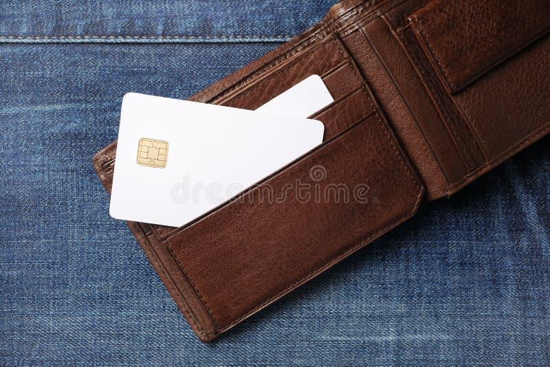 Cartes de cr?dit dans le portefeuille photo libre de droits