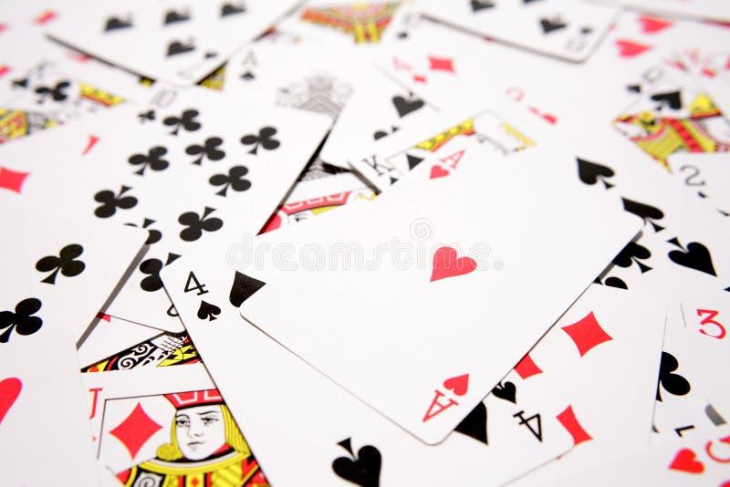 Cartes de jeu étroitement vers le haut images libres de droits