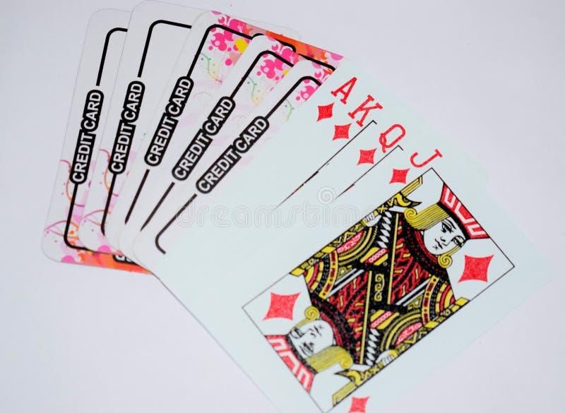 Cartes de jeu avec la carte de crédit photographie stock libre de droits