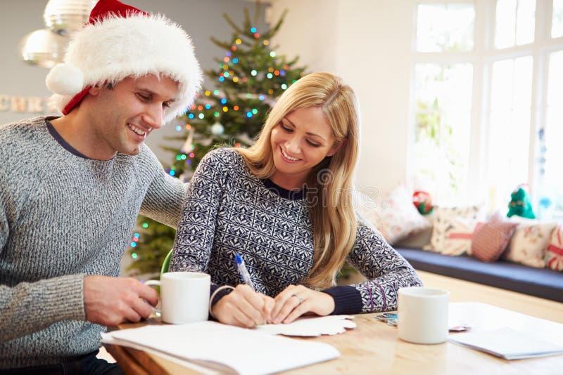 Cartes de Noël d'écriture de couples ensemble image libre de droits