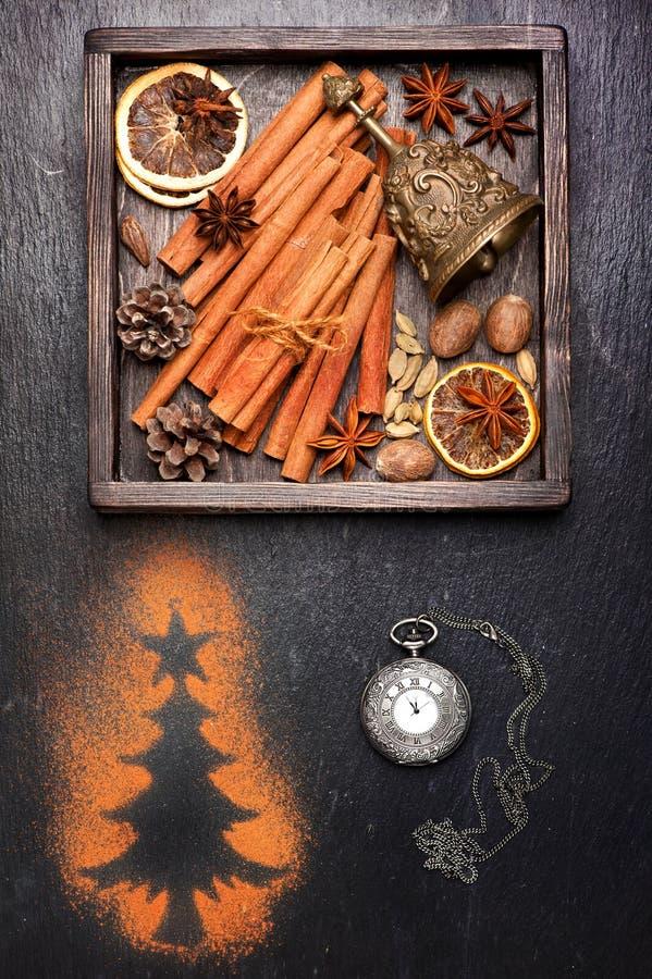 Cartes de Noël de cru Décorations et épices pour la cuisson photo libre de droits