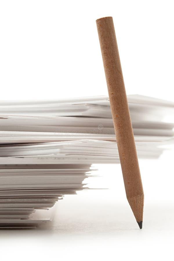 Cartes de papier avec le crayon images stock