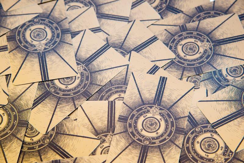 Cartes de Tarot Plate-forme de tarot de Labirinth Fond ésotérique photo libre de droits