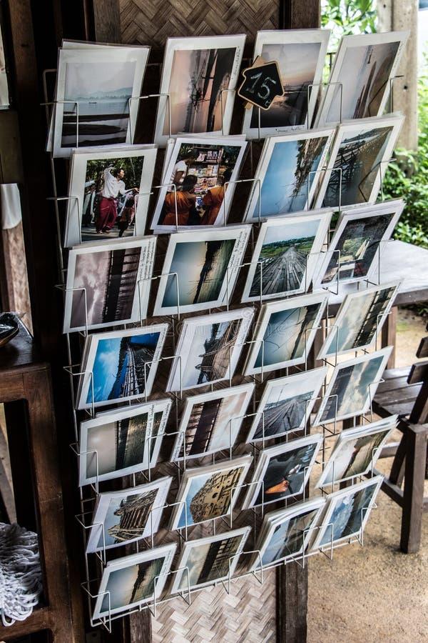 Cartes postales écrites pour les personnes qui savent image stock